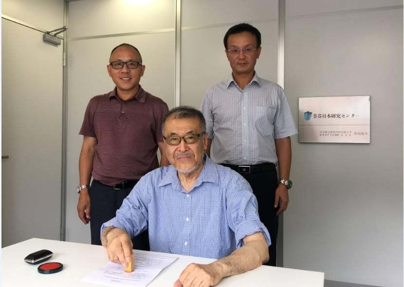 GRAFTON進藤社长与荃芬品牌创始人杜炜东先生(后排右一)、何荣先生(后排左一)